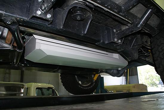 zusatztank jeep wrangler jk 39 12 11 4 trg benzin 68 l. Black Bedroom Furniture Sets. Home Design Ideas
