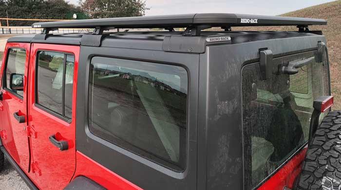 Rhino-Rack Plattform am Jeep Wrangler JK