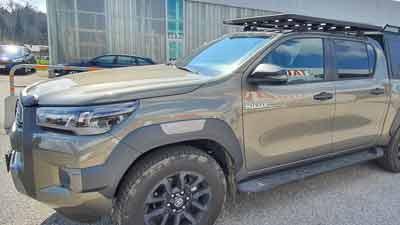 Toyota Hilux mit Dachträger und Ladeflächenauszug, umgebaut bei Taubenreuther